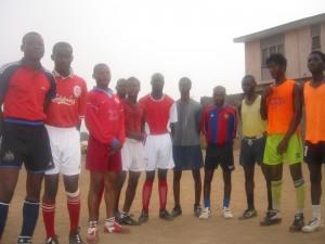 Piłkarze ze szkółki Eqna FC z Lagos. Fot. Michał Zichlarz
